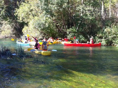 Noleggia una doppia canoa nella Sierra de Guadalajara