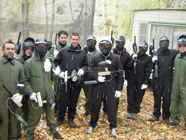 Grupo de amigos dispuestos a luchar