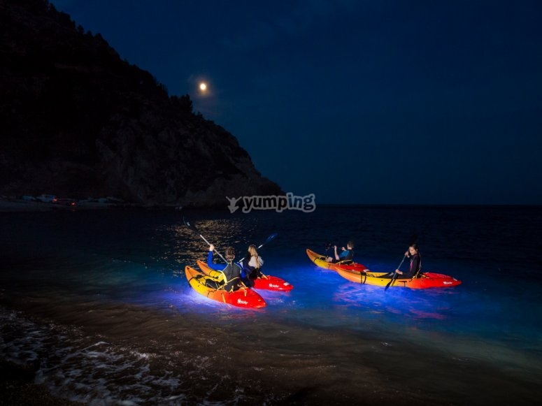 皮划艇的夜间路线