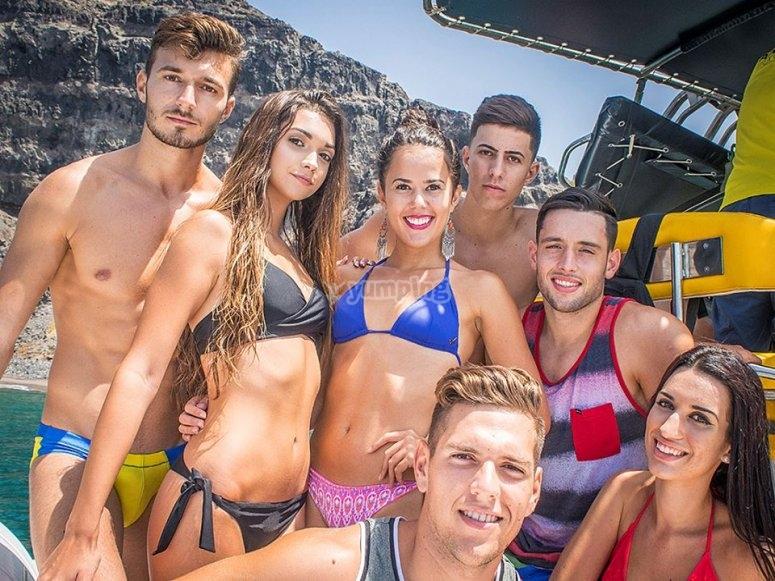 Jovenes a bordo del barco en Gran Canaria