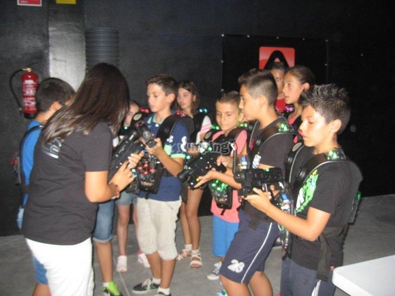 Grupo de niños listos para jugar