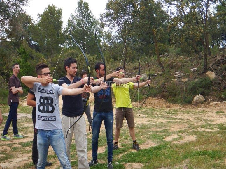 Apuntando con tiro con arco