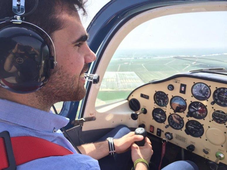 Tomando los mandos de la avioneta