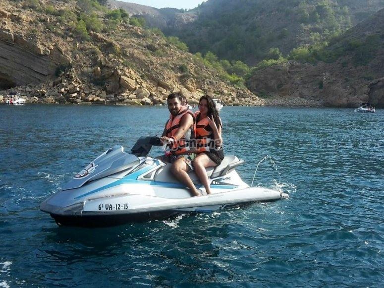 Navegando en pareja por la costa