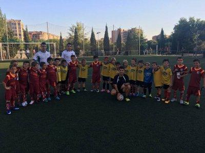 橄榄球课用在马德里的孩子的食物