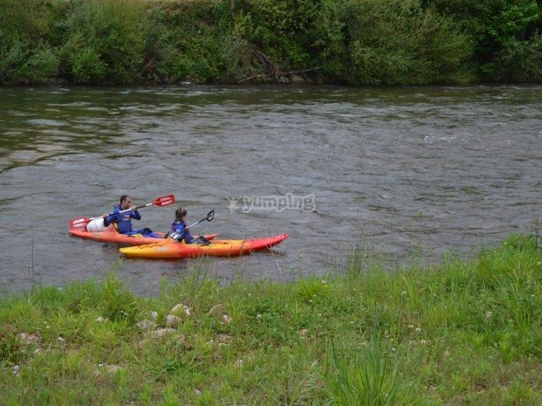 Remando en aguas fluviales