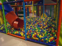 Enorme piscina de bolas