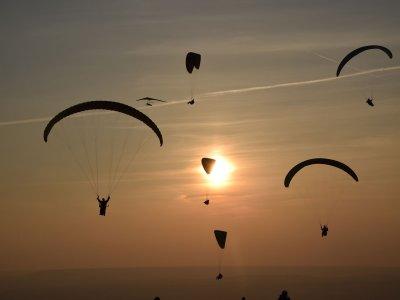 滑翔伞飞行在瓜达拉哈拉的洗礼