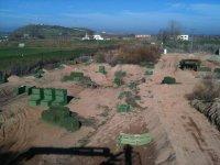 Campo de paintball en terreno natural