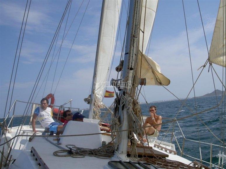 享受乘船--999-我们航行的船