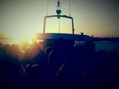 Paseo en barco por la costa de Valencia para niños