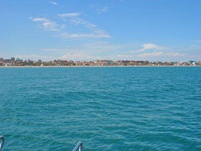 Navegar al atardecer en Valencia con cava y ostras