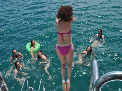 Navegar por costas de Valencia con comida niños