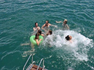 Ruta en barco en Valencia con mejillones y baño