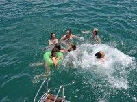 在巴伦西亚的船路线与贻贝和浴
