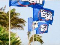 Las banderas de la escuela