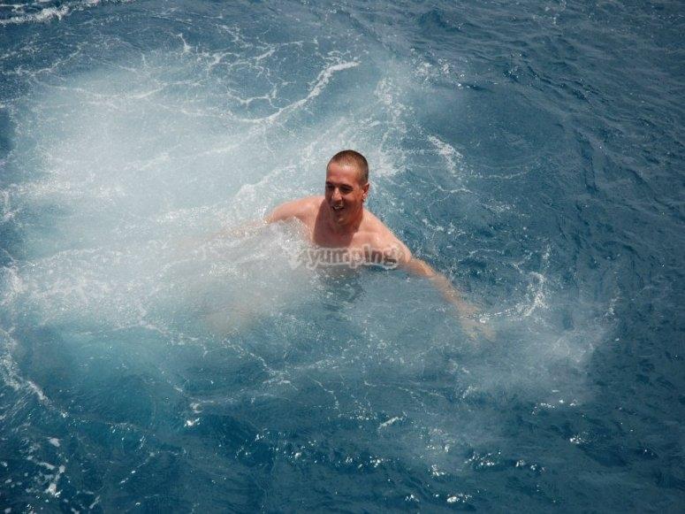 Immergiti nell'acqua