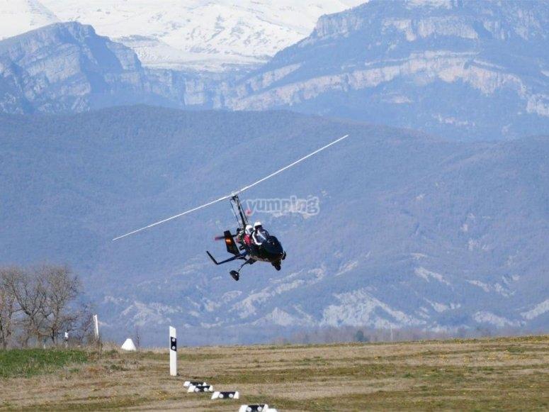 transpote双座旋翼飞机在飞行与飞行