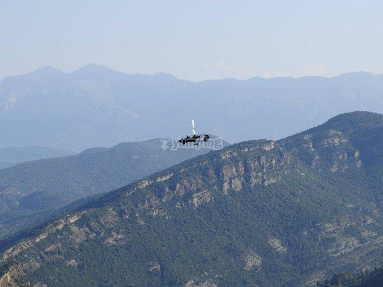 在山上自轉旋翼機