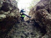 Descendiendo con ayuda de la cuerda