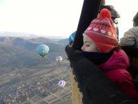 由Vic为患儿文凭的气球飞行