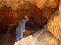 Profundizando en la cueva