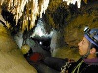Gradino che si restringe nella grotta