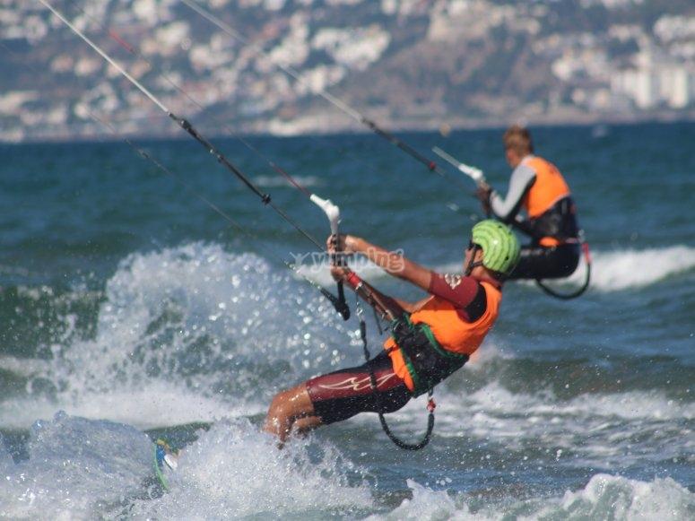 Navegando con tabla y kite