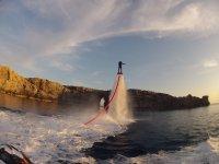 Flyboard与岩石背景