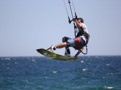 Campamento de kitesurf con alojamiento en Girona