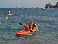 划独木舟中划桨