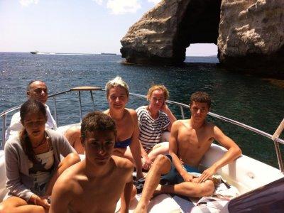 旺季在梅诺卡岛租一条船
