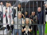 Escapar del laboratorio con amigos