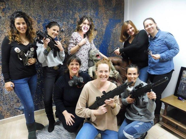 Gruppo di amici contro gli zombi