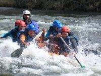 Risas y emoción haciendo rafting en Gredos