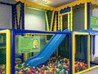 parque de bolas y zona de ocio