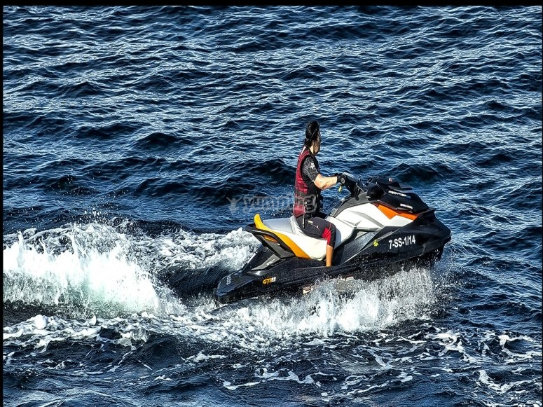 Discover the island of Lanzarote on a jet ski