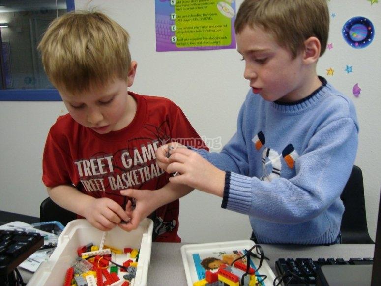 Creando figuras espaciales con lego