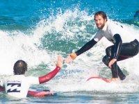 Curso de surf con alojamiento en Vizcaya de 2 días