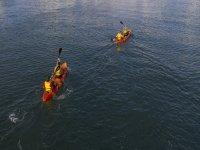 Advancing with the kayaks on the coast of Gijón