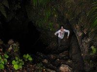 Entrando en la Cueva de los Cristinos