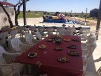 Mesas frente al patio
