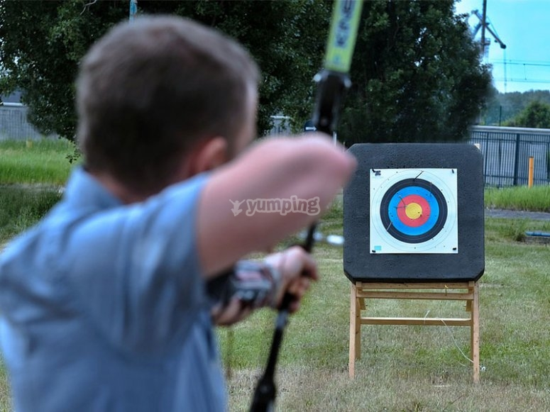 Disfrutando de una desafiante sesión de tiro con arco
