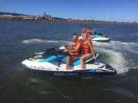 Ruta en moto acuatica por Hondarribia