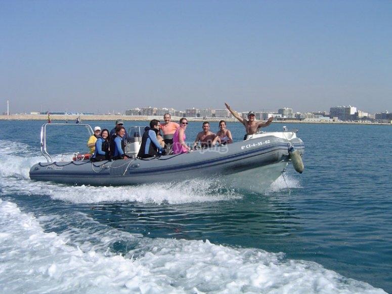 Rumbo a la isla en la embarcacion