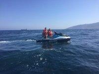 乘坐摩托艇前往比亚里茨2小时