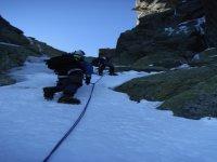 登山下坡Guara的滑翔伞