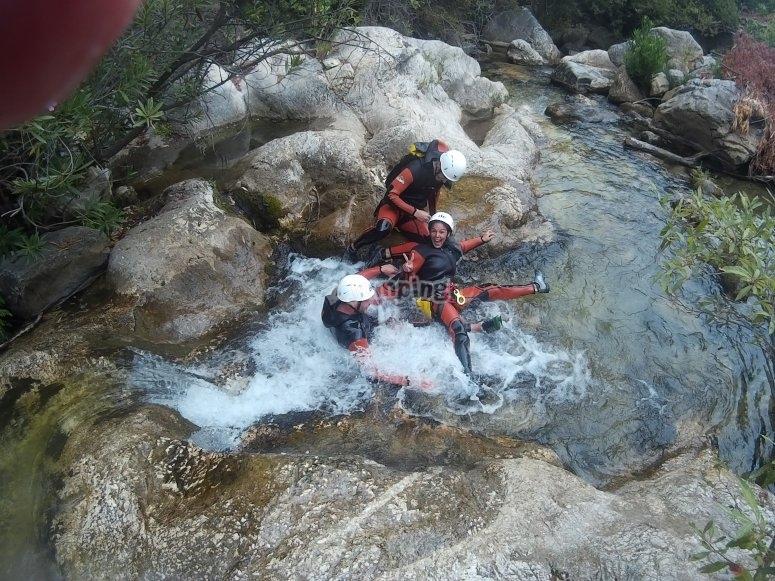 Toboganes en el rio