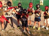Jovenes jugadores de paintball