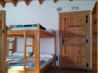 Habitaciones con literas de madera